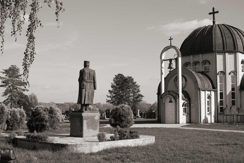 Brčko, Spomenik Draži Mihailoviću