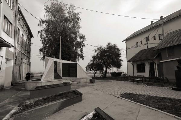 Šamac spomenici