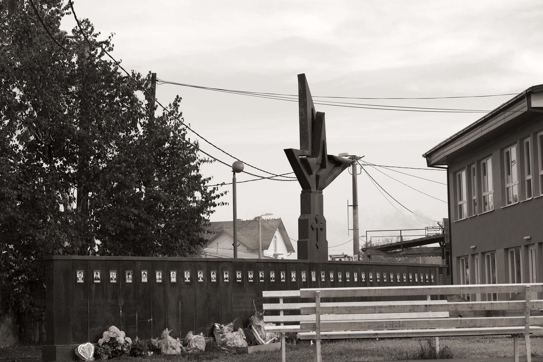 Šamac, Crkvina, Spomenik poginulim borcima i civilnim žrtvama Crkvine