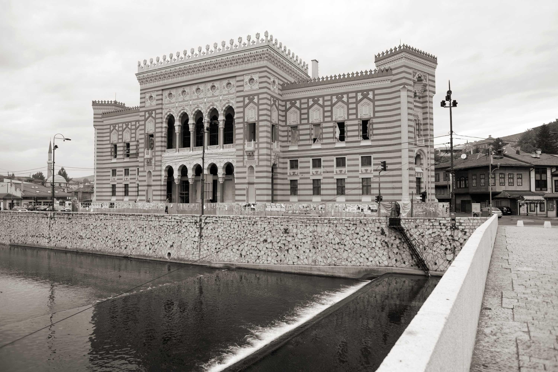 Sarajevo, Spomen-ploča na zgradi Vijećnice