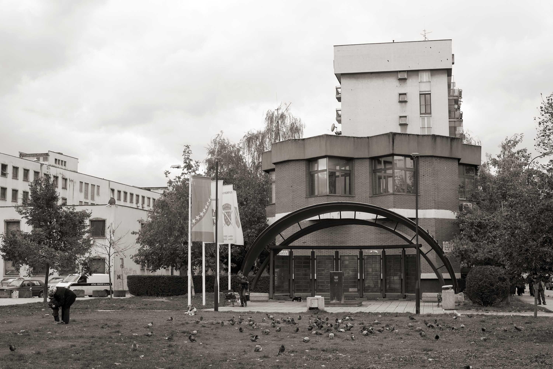 Sarajevo, Spomenik u Ulici Envera Šehovića