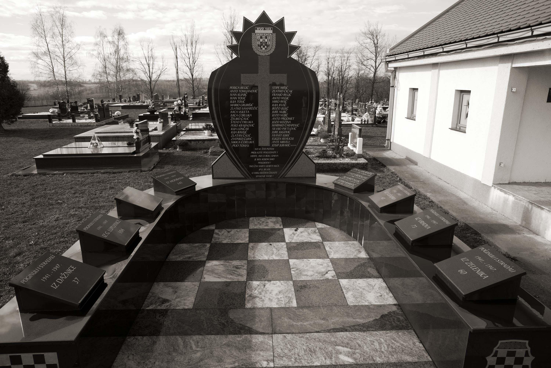 Derventa, Spomenik poginulima sela Modran i okolnih mjesta
