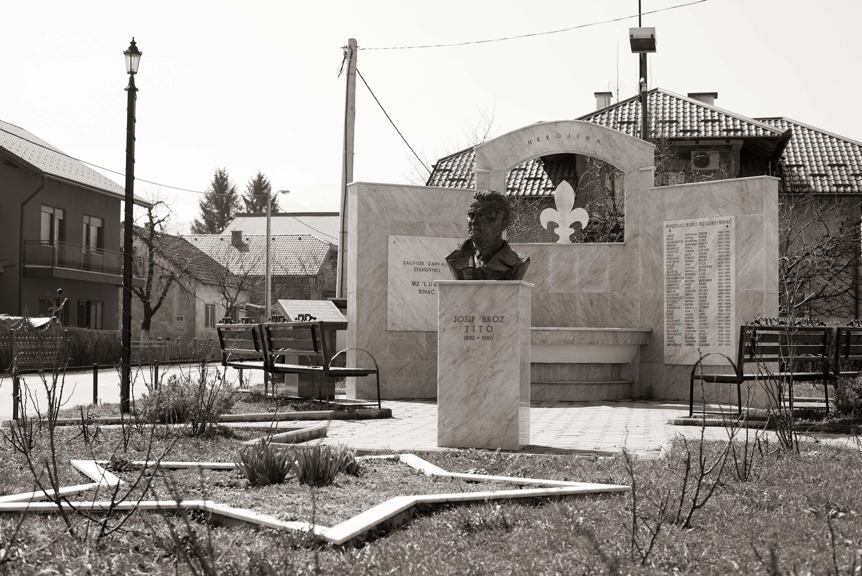Bihać, Spomen-obilježje mjesna zajednica Luke